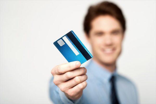 他人名義のクレジットカードは利用可能?